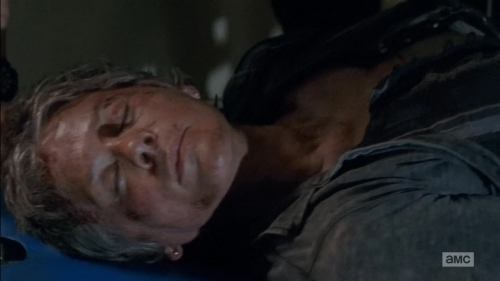The Walking Dead 5x6 Carol at the hospital