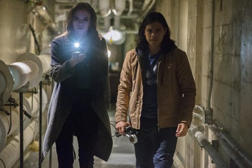 The Flash mid season finale cisco and caitlin