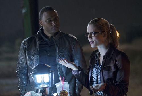 The Flash vs Arrow Felicity and Diggle
