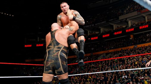 Big Show chokelams Randy Orton