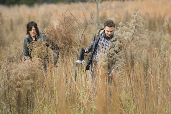 the walking dead season finale daryl and aaron investigating