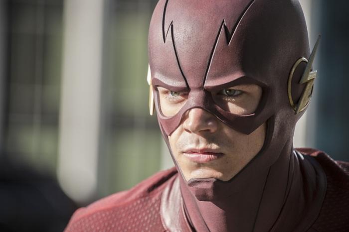 The Flash season 2 episode 1 The Flash returns